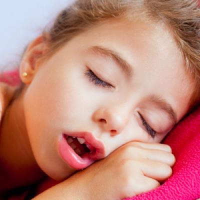 MIROS NEPLĂCUT din guriţa copilului? Iată ce MEDICI trebuie să vizitaţi!