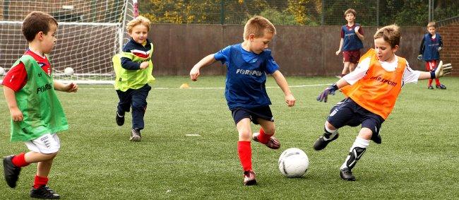 Înscrierea copilului la sport: de ce este bine, când şi cum alegem sportul potrivit!
