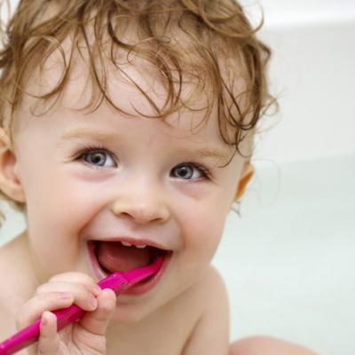 Apariţia dinţişorilor la bebeluşi - sfaturi pentru părinţi!